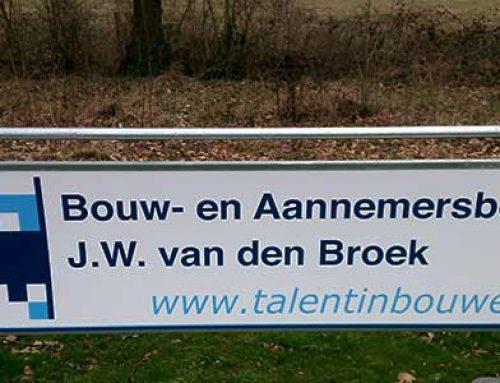 Reclamebord Bouw- en Aannemersbedrijf J.W. van den Broek Ureterp