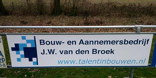 Reclamebord Bouwbedrijf JW van den Broek Ureterp