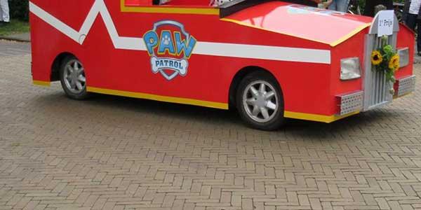 Sticker versierde wagens Houtigehage